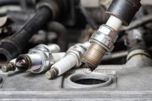 Importancia del mantenimiento de bujías en grupos a gas